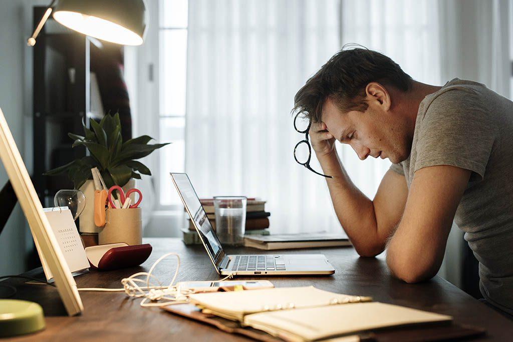 Manejo del estrés laboral en casa | Mandomedio Colombia