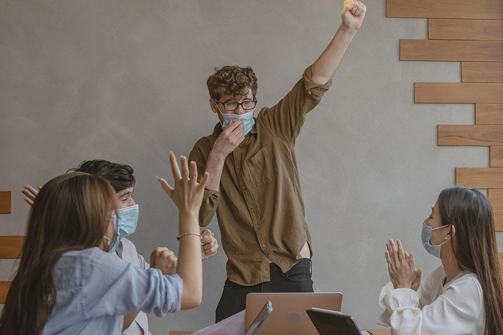 ¿Qué es el liderazgo transformacional y cómo puede beneficiar a tu equipo de trabajo?